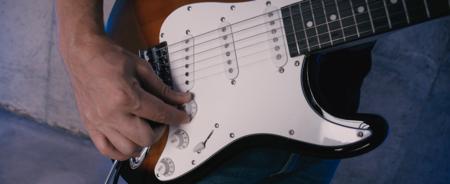 Este kit de iniciación con una guitarra eléctrica y un amplificador es el más vendido de Amazon y hoy lo tienes a su precio mínimo