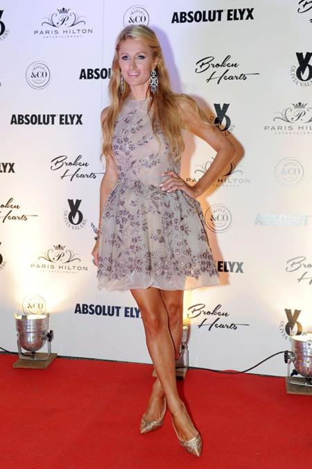 Paris Hilton con vestido de The 2nd Skin Co