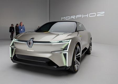 """Este es el Renault Morphoz, un coche eléctrico conceptual que se estira """"a lo Transformer"""" para alcanzar los 700 km de autonomía"""