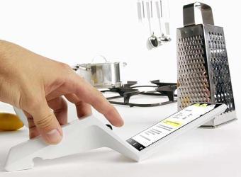 Un libro digital de recetas para colgar en la cocina