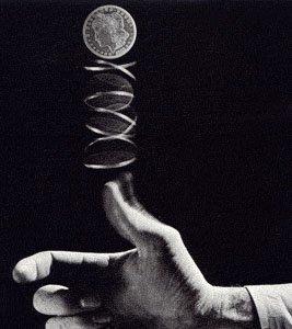 ¿Es posible predecir de qué lado caerá una moneda?