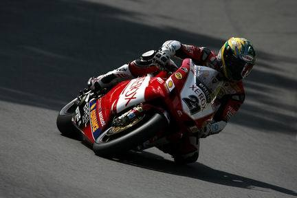 Superpole para Bayliss en Brands Hatch