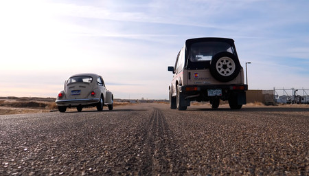 Suzuki Samurai vs Volkswagen Super Beetle, drag race