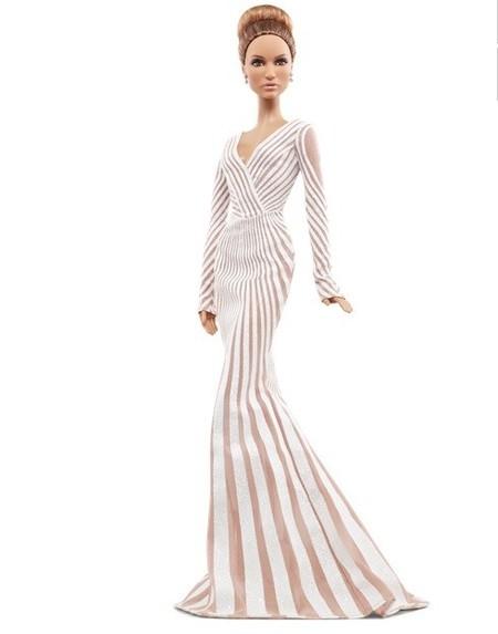 Será una Barbie a lo Jennifer Lopez, pero anda algo escasa de curva