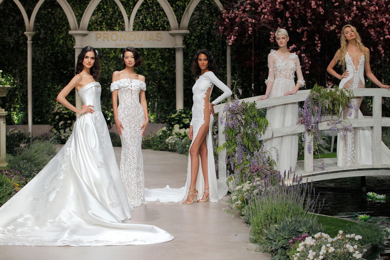 Desfile de moda de vestidos de novia
