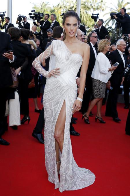 Alessandra Ambrosio de Versace
