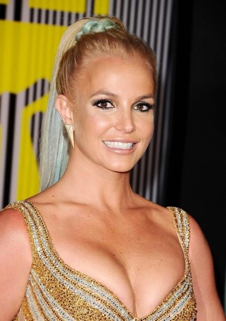 Pasan los años y Britney Spears sigue vistiéndose de vedette en los MTV Music Video Awards