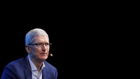 Tim Cook se reafirma, Apple no tiene pensado lanzar ninguna operadora propia