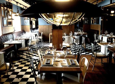 """En la calle Estafeta de La Moraleja """"Algo así"""", un restaurante con sabor a cantina de antigua estación de ferrocarril"""