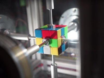 Nuevo récord: robot resuelve un cubo de Rubik en 0,38 segundos