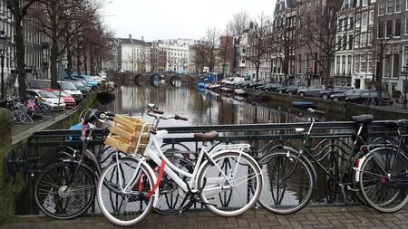 Ámsterdam prohibirá los coches de combustión en 2030 ante los altos niveles de dióxido de nitrógeno