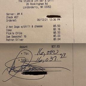 En más de un mundo feliz: comensal deja propina de 16 mil dólares tras haberse comido dos hotdogs