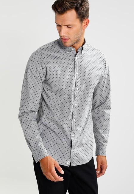 50% de descuento en la  camisa de Tommy Hilfiger Hey Geo New York Fit: ahora 49,95 euros en Zalando con envío gratis