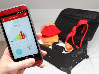 Vodafone trabaja en bañadores, sombreros y maletas conectados para evitar pérdidas y sobrexposiciones al sol