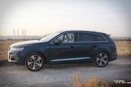 Audi Q7 e-tron lateral