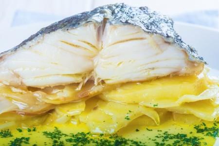 Cenas proteicas rápidas y fáciles: merluza al horno con patatas (XII)