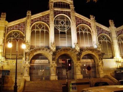 El mercado central de Valencia se viste de Prada