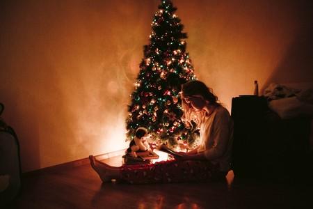 Navidad Mujer Leyendo