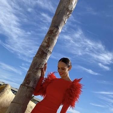 Eva González nos da una lección de estilo para ser la invitada perfecta con este precioso vestido