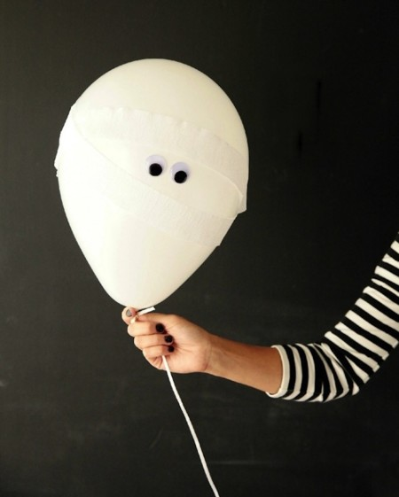 Ideas de última hora para decorar en Halloween usando globos