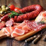 La nueva pirámide alimenticia belga coloca la carne procesada junto al alcohol o los dulces