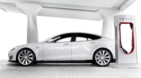 Tesla Motors ya tiene 397 estaciones de recarga rápida en todo el mundo
