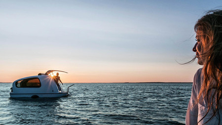 El Sealander es una caravana anfibia con la que podrás navegar y dormir en medio del lago desde 16.900 euros