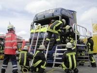 Simulacro de rescate de la cabina de un camión