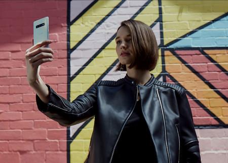 Los nuevos Samsung Galaxy S10 frente a los últimos iPhone: así queda la gama alta de los eternos rivales