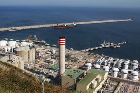 España compra a otros países el 75% de la energía que consume. Y eso explica la escalada de la luz