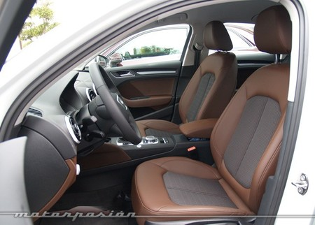 Audi A3 sedán interior marrón 36