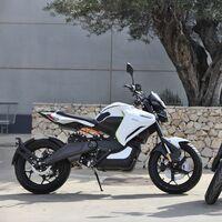 La Voge ER-10 ya está aquí: una moto eléctrica asequible para el carnet de coche, por 6.250 euros