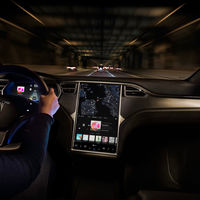 Tesla añadirá YouTube y Netflix en todos sus coches, preparándose para ese futuro donde no tengamos que conducir