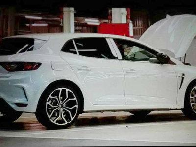 ¡Sin camuflaje! Aquí tienes al Renault Mégane R.S. en todo su esplendor