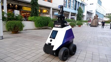 Este es Xavier, con la tecnología de conducción autónoma de los coches, patrulla las calles de Singapur y detecta malas conductas