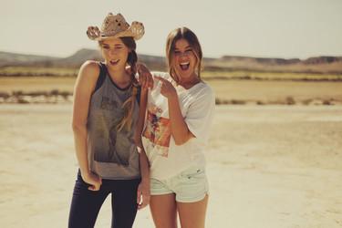 Las camisetas del surf del verano son de Billabong y Diane Sagnier