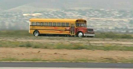 El autobus escolar que coge 350 mph, para no llegar tarde a clase