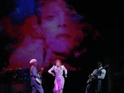 Lady Gaga brilla en la noche de los Grammy con su tributo a Bowie
