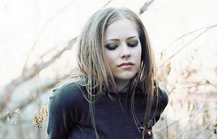 Avril Lavigne, acusada de plagiar su mega-hit 'Girlfriend'