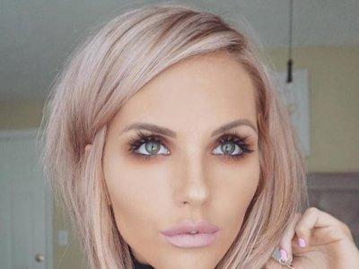 El tono rose gold para el cabello se sigue haciendo fuerte de cara al otoño