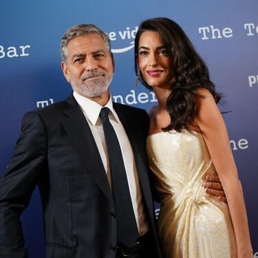 Amal Clooney y su vestido de lentejuelas son los protagonistas de la presentación de The Tender Bar