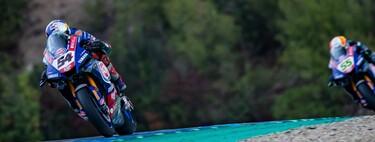 Toprak Razgatlioglu aprovecha el desplome de Jonathan Rea para abrir hueco y Álvaro Bautista vuelve al podio
