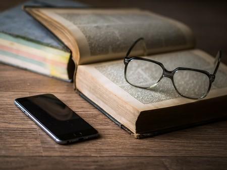 Con el tiempo que pasas en las redes sociales cada año podrías leer 200 libros