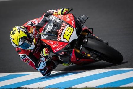 Álvaro Bautista finaliza los test de pretemporada del WSBK batiendo récords con la Ducati Panigale V4 R