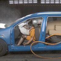 El peligro de no sujetar bien la carga en el coche, en un vídeo claro y contundente