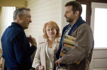 Robert de Niro, Jacki Weaver y Bradley Cooper en El Lado Bueno de las Cosas