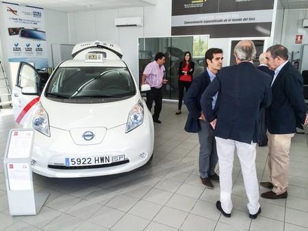 El Nissan LEAF y la Nissan e-NV200 se presentan oficialmente a los taxistas madrileños