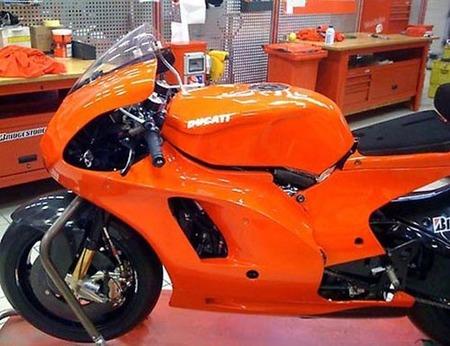 Nicky Hayden desvela la Ducati GP10
