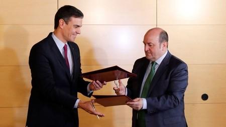La jugada del PNV con el Gobieno de Sánchez: Fusión entre el BBVA y Bankia y traerse la sede a Bilbao
