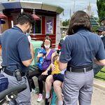 Disneyland París pide disculpas a una madre por prohibirle dar el pecho a su bebé de dos meses en público